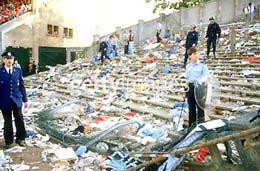 Cảnh tan hoang của khán đài Z sau thảm họa.
