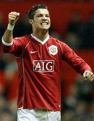 Ronaldo và Totti là hai hình ảnh tiêu biểu cho thắng lợi của MU và thảm bại của Roma. Ảnh: AP.