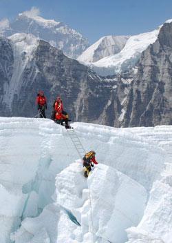 Các nhà leo núi nghiệp dư của Việt Nam đã trải qua những điều kiện khắc nghiệt để chinh phục