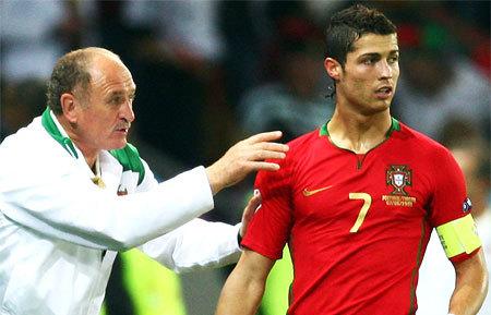 Toan tính của Scolari và tuyển Bồ Đào Nha không chỉ gói gọn trong một suất vào tứ kết. Ảnh: Getty Images.