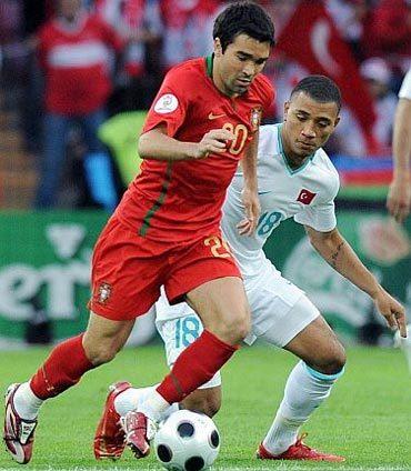Với những bậc thầy kỹ thuật như Deco cùng cách lên đội hình của HLV Scolari, Bồ Đào Nha luôn vượt trội về mặt lối chơi cũng như thế trận. Ảnh: AFP.