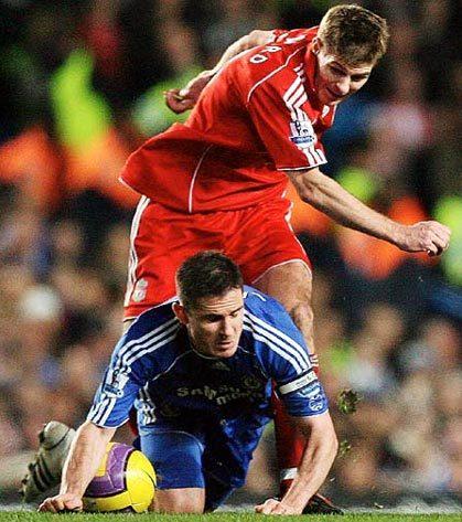 Liverpool (áo đỏ) đang là đội chiếm ưu thế trong các lần đối đầu với Chelsea (áo xanh) tại Champions League. Ảnh: DM.