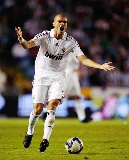 Pepe phải trả giá cho sự nóng giận.