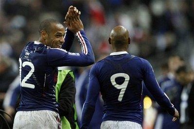 Henry ăn mừng sau bàn thắng. Ảnh: AP