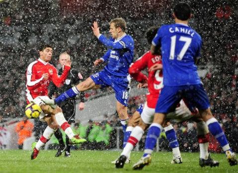 Lối đá dữ dội của Everton đã hạn chế đáng kể sự thăng hoa trong lối chơi kỹ thuật của Arsenal. Ảnh: Reuters.