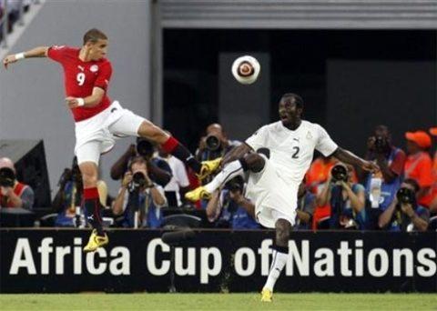 Đẳng cấp, bản lĩnh và kinh nghiệm giúp Ai Cập (áo đỏ) vượt qua Ghana để bước lên ngôi báu tại Angola. Ảnh: AP.