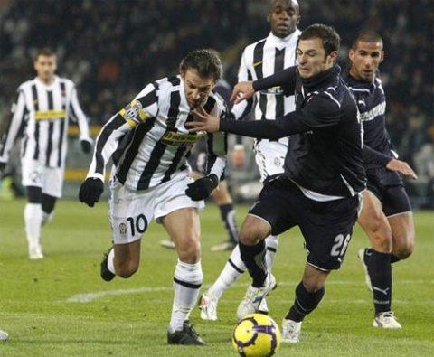 Bị Lazio níu áo, Juventus của Del Piero vẫn chưa thể trở lại top 4. Ảnh: Reuters.