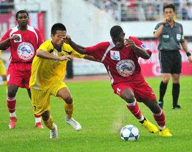 XM Hải Phòng (đỏ) bị LS.Thanh Hóa (vàng) cầm chân ngay tại sân nhà - Ảnh: Hà Xuân