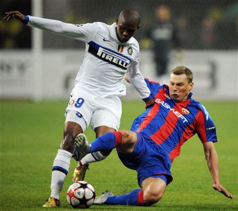 Mourinho tự tin Inter (áo trắng) hội đủ các phẩm chất cần thiết để bước lên ngôi báu Champions League mùa này. Ảnh: AFP.