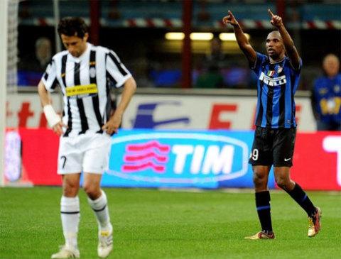 Eto'o đang dần chứng tỏ đẳng cấp bằng cách ghi bàn ở những trận cầu quan trọng. Ảnh: AFP.