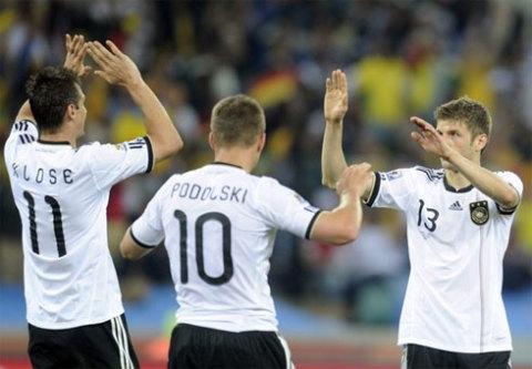 Bộ tam tấn công Klose, Podolski và Muller (phải) đã có một trận đấu xuất sắc và trực tiếp góp 3 trên 4 bàn thắng của tuyển Đức. Ảnh: AFP.