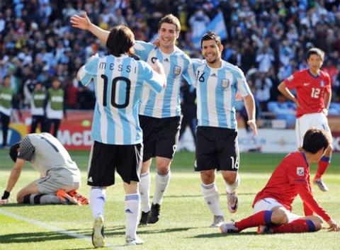 Đội ngũ tấn công hùng hậu với những Messi, Higuain, Aguero đã phô diễn sức công phá khủng khiếp trước Hàn Quốc. Ảnh: AFP.