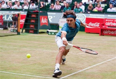 Federer được mệnh danh là vua sân cỏ. Ảnh: AFP.