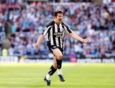 Barton chia vui sau pha lập công ở vòng 2 Premier League.
