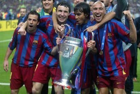 Giuly (ngoài cùng phải) từng cùng Barca vô địch Champions League 2006.
