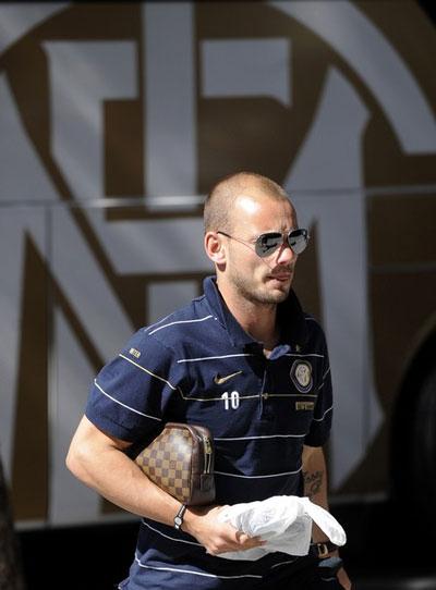 Sneijder quyết định gắn bó với Inter sau khi được tăng lương. Ảnh: AFP.