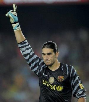 Thủ môn Pinto của Barca.