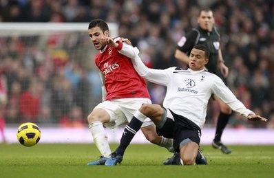 Arsenal (đỏ trắng) vẫn chưa tạo được sự ổn định trong lối chơi.