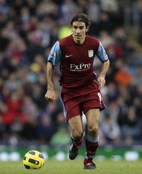 Cố nhân của Arsenal, Pires trong màu áo Aston Villa.