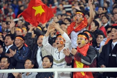 Việt Nam đã tạo được sức ép tốt về phía cầu môn Singapore. Ảnh: Hoàng Hà.
