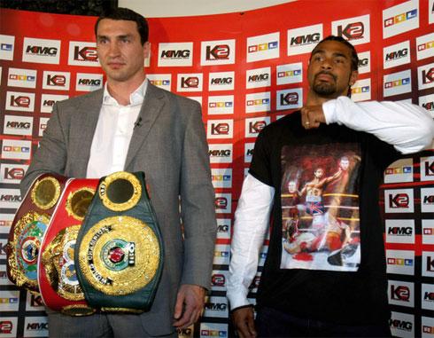 Haye (phải) muốn đánh bại Wladimir Klitschko và ông anh của anh này, Vitali, rồi mới giải nghệ. Ảnh: Boxing News.