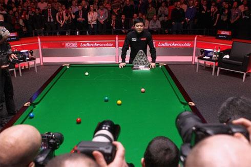Ding làm nên lịch sử với chức vô địch Snooker Masters 2011.