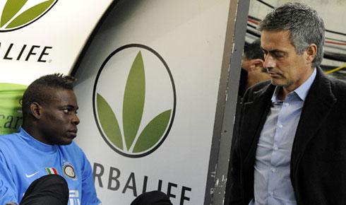 Balotelli dường như vẫn chưa hết cay cú vì những lần xung đột với Mourinho ở Inter.