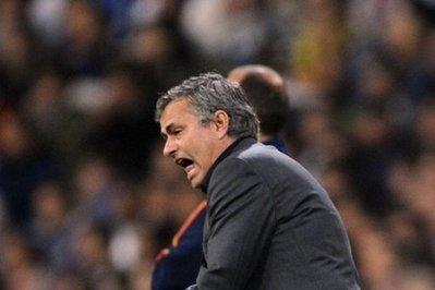 Mourinho nổi giận trong trận đấu với Barca.