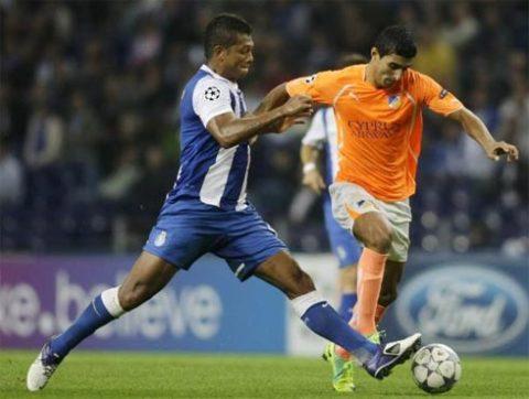 Guarin từng được Chelsea theo đuổi, nhưng đồng ý đến Inter vì cảm thấy cơ hội được đá chính tại đây lớn hơn.