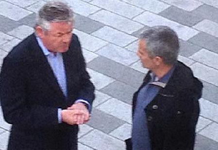 Mourinho (phải) ở London hôm qua.