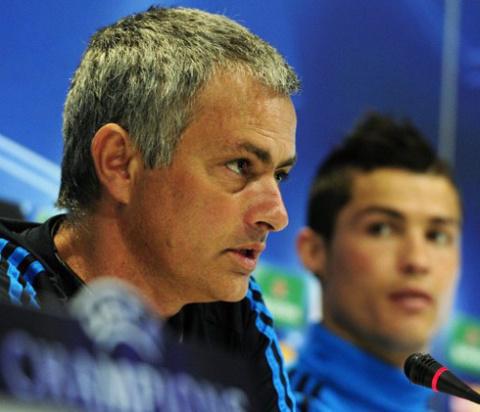 Mourinho yêu, nhưng không muốn sớm đụng Chelsea. Ảnh: AFP.