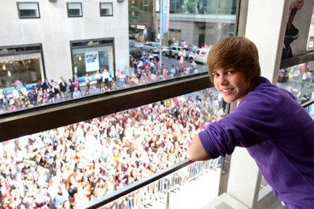 Bieber có hàng triệu fan trên thế giới.