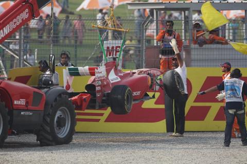 Sau vụ tai nạn chiếc F150 của Massa bị gãy trục trước