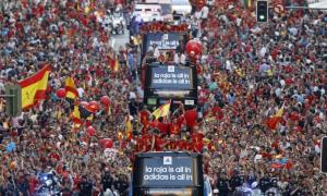 Biển người nồng nhiệt chào đón nhà vô địch Euro