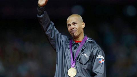 Felix vẫn chưa hết xúc động khi lên bục nhận huy chương.