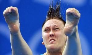 Vẻ mặt hài hước của VĐV nhảy cầu Olympic