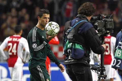 Ronaldo-Real-v-Ajjax-4-jpg-1349425101_48