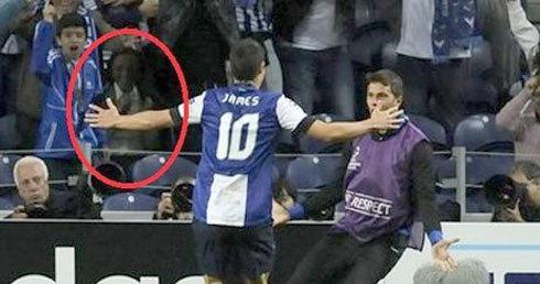 'Người đàn ông lạ' trên khán đài cổ vũ cho Porto.