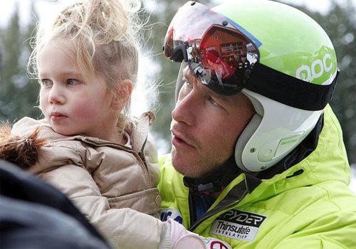 Bode Miller và cô con gái 4 tuổi. Ảnh: AP.