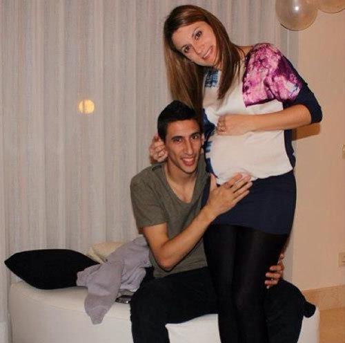 Năm 2001, Angel di Maria kết hôn với người đẹp hơn 6 tuổi, Jorgelina Cardoso.