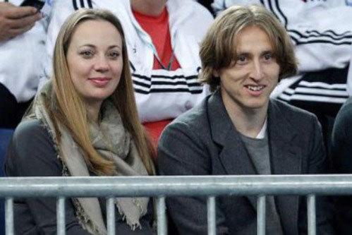 Luka Modric và cô vợ dịu hiền Vanja tất bật chuẩn bị cho ngày em bé thứ hai chào đời trong tháng tới.