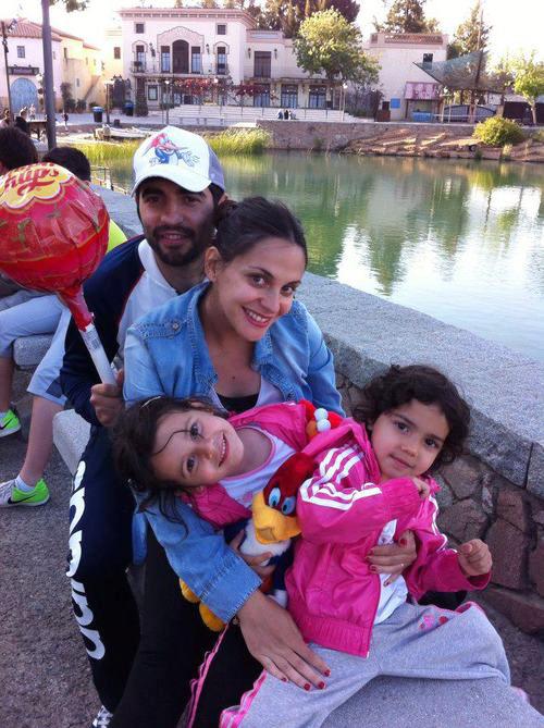 Sau khi có hai công chúa nhỏ Azahara và Alma, vợ chồng Raul Albiol hạnh phúc khi có thêm một bé trai.