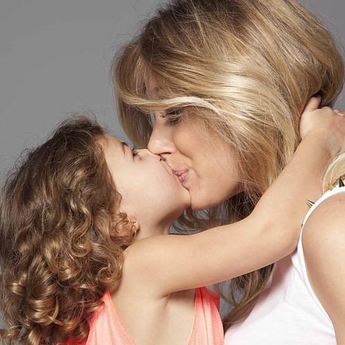 Vào tháng 5 vừa qua, cô vợ Carlota xinh đẹp của Arbeloa tặng chàng một cậu nhóc kháu khỉnh, bé Raul.