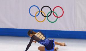 Ứng cử viên vô địch ngã trong bài thi trượt băng nghệ thuật