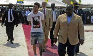 Messi bị chê 'bẩn thỉu, bất lịch sự' khi tới Gabon
