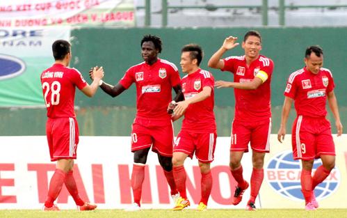 binh-duong-thi-dau-sach-nhat-v-league-2015