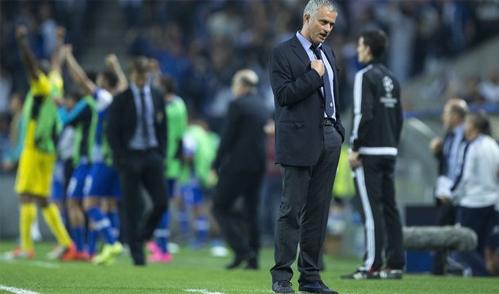 noi-bo-chelsea-cang-thang-vi-cac-dot-thanh-trung-cua-mourinho