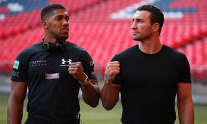 Klitschko thân thiện với Joshua trước đại chiến