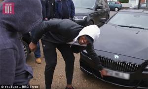 Joshua tặng thầy cũ xe BMW trị giá 74.400 đôla