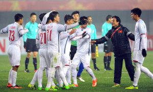 Cầu thủ U23 Việt Nam chuẩn bị hai loại giày để đá chung kết